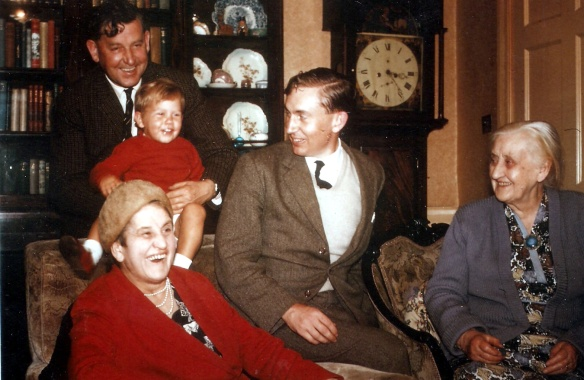 2-sept-1963-rab-and-john-with-granny-scott-drumdruills