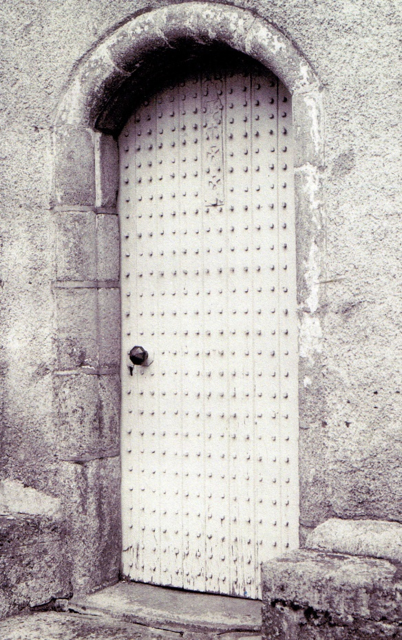 abergeldie-tower-door