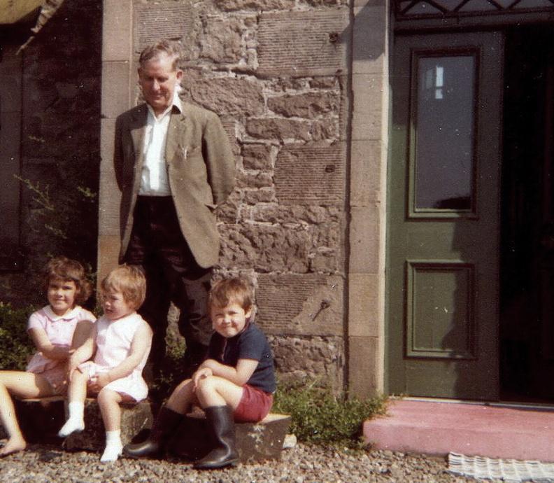 rab-scott-drumdruills-and-his-grandchildren